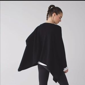 Lululemon black poncho, one size New with tag!